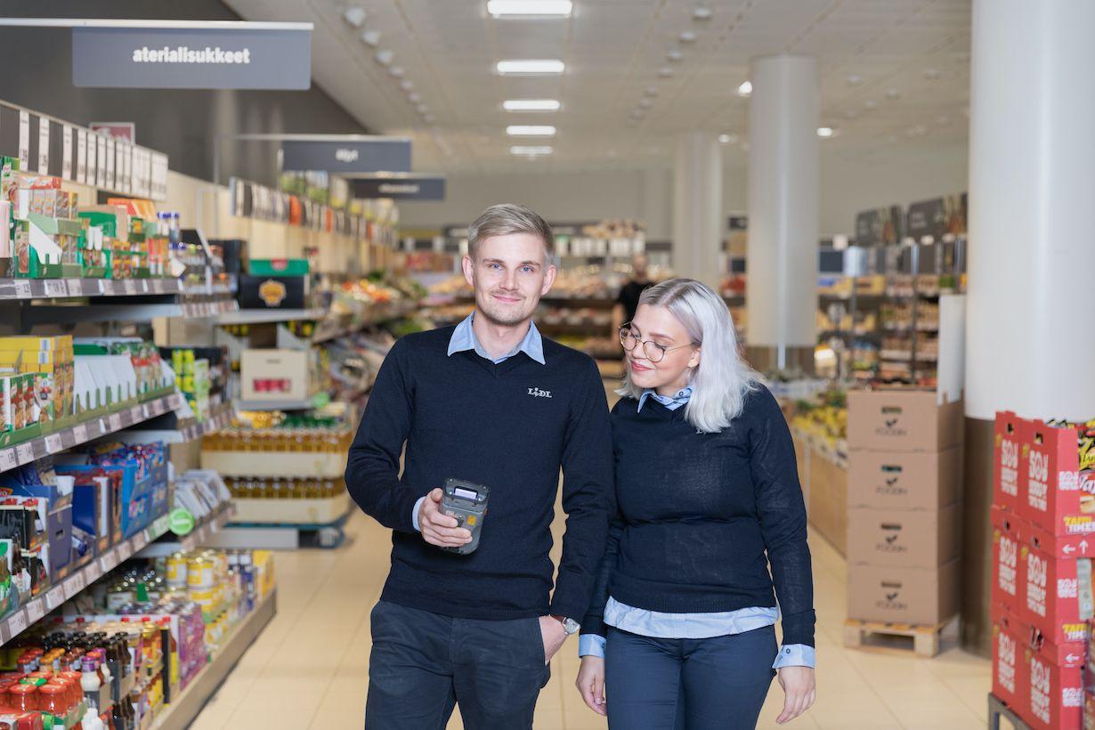 Hyvä myyjä kelpaa yhä työnantajalle – Näin paljon voi tienata S-Ryhmän, Keskon ja Lidlin leivissä